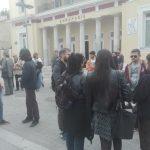 kozan/gr: Φοιτητές του Πανεπιστημίου Δυτικής Μακεδονίας διαμαρτυρήθηκαν για τη συγχώνευση με το ΤΕΙ – Πραγματοποίησαν πορεία και παράσταση διαμαρτυρίας μπροστά στο δημαρχείο της Κοζάνης (Βίντεο)