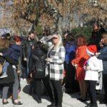 kozan.gr:  Ο Αη Βασίλης πήγε, το πρωί της Κυριακής 9/12, στη γειτονιά του Αγίου Αθανασίου στην Κοζάνη …και μοίρασε δώρα (Βίντεο & Φωτογραφίες)