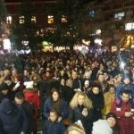 kozan.gr: Με πυροτεχνήματα και πολύ κόσμο πραγματοποιήθηκε η  φωταγώγηση του νέου  Xριστουγεννιάτικου Δέντρου στη  Κεντρική Πλατεία της Πτολεμαΐδας (Φωτογραφίες & Βίντεο)