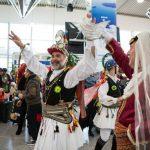 Δεκάδες χιλιάδες ταξιδιώτες από την Ελλάδα και τον κόσμο γνωρίζουν την Κοζάνη στο Διεθνές Αεροδρόμιο  Αθηνών- Εντυπωσιακή παρουσία των Μωμόγερων