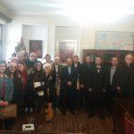 Χριστουγεννιάτικα κάλαντα στο Δημαρχείο Εορδαίας από το 2ο Γενικό Λύκειο και το 3ο Γυμνάσιο Πτολεμαϊδας (Φωτογραφίες & Βίντεο)