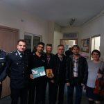 kozan.gr: Μαθητές του 11ου δημοτικού σχολείου Πτολεμαΐδας  έψαλλαν,  τα κάλαντα, το πρωί της Παρασκευής 21/12, στο Αστυνομικό Τμήμα Πτολεμαΐδας (Φωτογραφίες & Βίντεο)