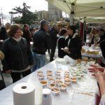 kozan.gr: Φασολάδα, σούπα βελουτέ μπρόκολο – κουνουπίδι και μανιταρόσουπα προσφέρθηκαν, το πρωί της Κυριακής 16/12, στην κεντρική πλατεία  Κοζάνης (Φωτογραφίες & Βίντεο)