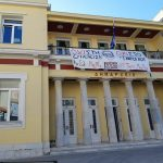 kozan.gr: Το πανό στο δημαρχείο Κοζάνης, που ανήρτησαν φοιτητές του Πανεπιστημίου Δ. Μακεδονίας, που διαφωνούν με τη συγχώνευση με το ΤΕΙ (Φωτογραφίες)