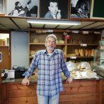 Ο Γιάννης Σιδέρης (αρτοποιός), μιλά στο kozan.gr, για το ψωμί από κάνναβη, το κατεψυγμένο ψωμί, το παλιό τεφτέρι αλλά και την «κάλπη» που τοποθετεί στο κατάστημά του σε εκλογικές περιόδους