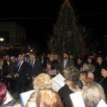 kozan.gr: Σέρβια: Φωταγωγήθηκε το Χριστουγεννιάτικο δέντρο – Λουκουμάδες & καστάνα προσφέρθηκαν στον κόσμο – Με χριστουγεννιάτικες μελωδίες, κάλαντα & συναυλία με νεανικό συγκρότημα πλαισιώθηκε μουσικά η εκδήλωση (34 Φωτογραφίες & Βίντεο)