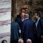 kozan.gr: H φωτογραφία, του Γ. Κασαπίδη, με τις πατερίτσες, δίπλα στο Κώστα Καραμανλή, από τη σημερινή ψηφοφορία στη Βουλή