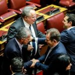 kozan.gr: Tα συγχαρητήρια από τον Πρωθυπουργό και τον βουλευτή Κοζάνης, Μίμη Δημητριάδη στο βουλευτή Σπύρο Δανέλλη, με την ψήφο του οποίου κρίθηκε, υπέρ της κυβέρνησης, η χθεσινή ψηφοφορία (Φωτογραφίες)