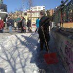 kozan.gr: Ο Παπαχρήστος έπιασε το πλαστικό φτυάρι και καθάρισε το χιόνι γύρω από το Ι.Ν. Αγίου Νικολάου Κοζάνης (Φωτογραφίες)