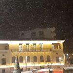 kozan.gr: Ώρα 23:40: Xιονόπτωση αυτή την ώρα στην Κοζάνη – Εικόνα από το κέντρο της πόλης (Βίντεο)