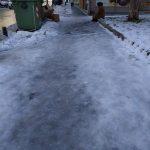 Κοζάνη: Πάγος παντού: Η σημερινή φωτογραφία με το παγωμένο πεζοδρόμιο στην οδό Παύλου Μελά