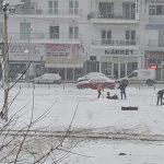 kozan.gr: Ώρα 15:40: Παρά τις αντίξοες καιρικές συνθήκες, άμεσο καθάρισμα της λαϊκής αγοράς, από εργαζόμενους στο δήμο Εορδαίας (Φωτογραφίες)