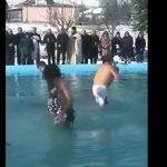 kozan.gr: Με τσουχτερό κρύο ο καθαγιασμός των υδάτων στο Μαυροδένδρι Κοζάνης (Βίντεο)