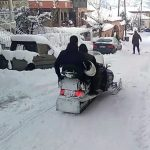 kozan.gr: Εμπόριο Εορδαίας: Με τόσο χιόνι, δεν έχασαν την ευκαιρία κι έκαναν Snowmobile εντός του οδικού δικτύου του οικισμού (Bίντεο)