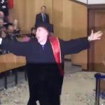 O «Αγάπη μόνο» πήρε πτυχίο από το ΤΕΙ Δ. Μακεδονίας στην Κοζάνη και το πανηγύρισε με τον δικό του τρόπο (Βίντεο)