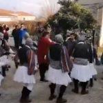 kozan.gr: Αναβίωσε, ανήμερα της Πρωτοχρονιάς, το έθιμο των Μωμογέρων στις γειτονιές του Τοπικού Διαμερίσματος Πρωτοχωρίου Κοζάνης (Βίντεο)