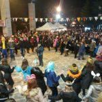 kozan.gr: «Τσίκνισαν» και φέτος οι 13 Πολιτιστικοί Σύλλογοι της Πτολεμαΐδας στο μεγάλο Αποκριάτικο γλέντι, που διοργάνωσαν το απόγευμα της Τσικνοπέμπτης, στην κεντρική πλατεία της πόλης (Φωτογραφίες & Βίντεο)