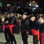 kozan.gr: Η εμφάνιση των χορευτικών & του Φανού Κρεβατάκια, στην κεντρική πλατεία της Κοζάνης, το βράδυ της Παρασκευής 1/3 (31 Φωτογραφίες & Bίντεο 9′)