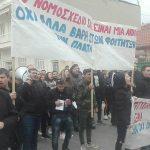 kozan.gr: Κοζάνη: 17:50: Παράσταση διαμαρτυρίας, από φοιτητές του ΤΕΙ Δ. Μακεδονίας, έξω από το κτήριο της δημοτικής βιβλιοθήκης Κοζάνης, όπου είναι προγραμματισμένη εκδήλωση με τον Υπουργό Παιδείας Κ. Γαβρόγλου – Ισχυρή αστυνομική δύναμη (Φωτογραφίες)