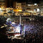kozan.gr: Οι Locomondo με το «Δεν κάνει κρύο στην «Κοζάνη», κρύο δεν έκανε ποτέ» κι άλλα γνωστά τραγούδια τους, διασκέδασαν το βράδυ του Σαββάτου 2/3 το μουσικόφιλο κοινό της Κοζάνης στην κεντρική πλατεία της πόλης  (Φωτογραφίες & Βίντεο 16′)