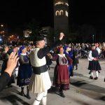 kozan.gr: Η εμφάνιση χορευτικών από την περιοχή του  Βοϊου,  στην κεντρική πλατεία Κοζάνης, το βράδυ της Πέμπτης 7/3 (Φωτογραφίες & 24′ Βίντεο)