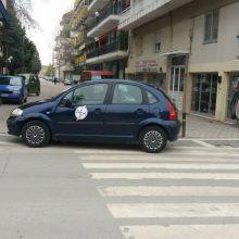 kozan.gr: Πτολεμαΐδα: Σημερινή φωτογραφία αναγνώστη με αυτοκίνητο της ΔΕΗ παρκαρισμένο σε διάβαση