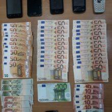 Συνελήφθη 43χρονος αλλοδαπός σε περιοχή της Καστοριάς, ο οποίος μετέφερε με Ι.Χ.Ε. αυτοκίνητο, παράτυπους μετανάστες