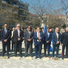 kozan.gr: Πτολεμαΐδα: Ώρα 11:40 π.μ.: Eπιμνημόσυνη δέηση & κατάθεση στεφάνων στο μνημείο των πεσόντων της κεντρικής πλατείας, στο πλαίσιο του εορτασμού της 25ης Μαρτίου (Φωτογραφίες & Βίντεο)
