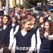 kozan.gr: Κοζάνη: Ξέσπασε σε παρετεταμένα χειροκροτήματα, ΟΛΟΣ, o κόσμος, όταν η «Πανδώρα» έπαιξε το Μακεδονία Ξακουστή, αλλά και όταν το επανέλαβε η μπάντα του Στρατού (Βίντεο)