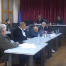 Δημοτικό συμβούλιο Σερβίων – Βελβεντού: Mε 11 ψήφους υπέρ και 8 κατά, πέρασε κατά πλειοψηφία η απόφαση για τη σύναψη δανείου ύψους 2.000.000 ευρώ (Bίντεο)