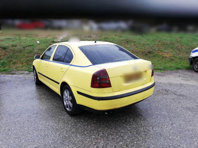 Συνελήφθησαν δύο ημεδαποί, σε περιοχή της Καστοριάς, οι οποίοι με δύο Ε.Δ.Χ αυτοκίνητα μετέφεραν επτά (7) αλλοδαπούς διευκολύνοντας την παράνομη έξοδό τους από την ελληνική επικράτεια – Κατασχέθηκαν δύο (2) Ε.Δ.Χ αυτοκίνητα, το χρηματικό ποσό των 590 ευρώ, εννέα (9) κινητά τηλέφωνα και δέκα (10) κάρτες SIM
