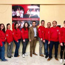 Το Σύλλογο Εθελοντών Αιμοδοτών νομού Κοζάνης «Γέφυρα Ζωής» ντύνουν τα καταστήματα Οπτικών Κάτανα
