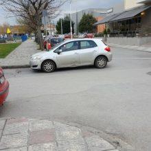 Σχόλιο αναγνώστη στο kozan.gr: Κοζάνη: Παρκάρισμα «όπου με βολεύει» στις 19:10 σε δρόμο που οδηγεί σε δύο σούπερ μάρκετ