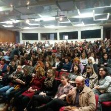 kozan.gr: Γέμισε από κόσμο το Πνευματικό Κέντρο Πτολεμαΐδας, το απόγευμα της Κυριακής 14/4, για τη θεατρική παράσταση Αρίστος (Βίντεο & Φωτογραφίες)
