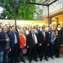 kozan.gr: Πραγματοποιήθηκαν, το βράδυ της Πέμπτης 18/4, τα εγκαίνια του εκλογικού κέντρου της Ενωτικής Δημοτικής Παράταξης «Ενωμένη Εορδαία» με επικεφαλής και υποψήφιο Δήμαρχο τον Παναγιώτη Πλακεντά (23 Φωτογραφίες & Βίντεο 10′)