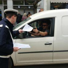 kozan.gr: Η Τροχαία Πτολεμαΐδας διένειμε στους διερχόμενους οδηγούς ενημερωτικά φυλλάδια με συμβουλές για ασφαλή οδήγηση (Φωτογραφίες & Βίντεο)