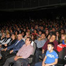 kozan.gr: Κατάμεστη η Αίθουσα Τέχνης του Δήμου Κοζάνης, το βράδυ της Δευτέρας 20/5, για την παράσταση μια «Παριζιάνα…αλλιώτικη», από το 3ο ΓΕΛ Κοζάνης (Φωτογραφίες & Βίντεο)