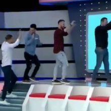 kozan.gr: H είσοδος, με ποντιακό τραγούδι, των παικτών από την Άρδασσα Εορδαίας στο σημερινό επεισόδιο του Ρουκ Ζουκ (Βίντεο)