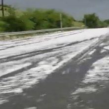 kozan.gr: Έστρωσε το χαλάζι, σα χιόνι, στην Εγνατία Οδό στο ύψος των διοδίων στον Πολύμυλο Κοζάνης (Βίντεο)