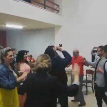 kozan.gr: Ώρα 23:35: Χοροί με χάλκινα στο εκλογικό κέντρο του νέου δημάρχου Κοζάνης Λ. Μαλούτα (Βίντεο)