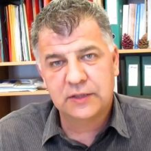 kozan.gr: O E. Σημανδράκος για το εκλογικό αποτέλεσμα στην Περιφέρεια Δ. Μακεδονίας. Τι πιστεύει ότι έφταιξε και οι πολίτες δεν εμπιστεύτηκαν αυτή τη φορά τον Θ. Καρυπίδη, αναδεικνύοντας, μάλιστα, από την πρώτη Κυριακή, νέο Περιφερειάρχη τον Γ. Κασαπίδη (Βίντεο)