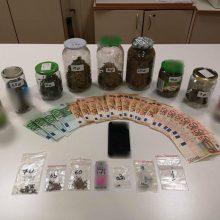 Συνελήφθη 44χρονος σε περιοχή της Κοζάνης για διακίνηση ναρκωτικών- Κατασχέθηκαν 295,6 γραμμάρια ακατέργαστη κάνναβη, πλήθος σπόρων κάνναβης και 1.350 ευρώ (Φωτογραφία)