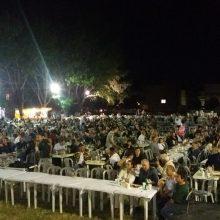 kozan.gr: Αρκετός κόσμος στο 23o Λαογραφικό Συναπάντημα «Η Μέρα», που ξεκίνησε το Σάββατο 29 Ιουνίου, στην κεντρική πλατεία του οικισμού Καρδιάς Πτολεμαΐδας  (Φωτογραφίες & Βίντεο)