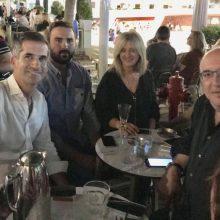 Κώστας Μπακογιάννης και Μιχάλης Παπαδόπουλος σε στιγμές χαλάρωσης και πολιτικής κουβέντας σε κεντρικό cafe – bar της Κοζάνης