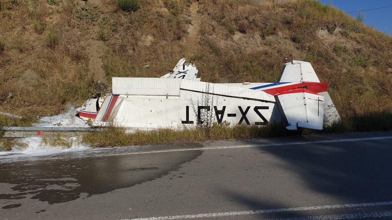 4334342 - Γρεβενά: Εικόνες σοκ από την αναγκαστική προσγείωση του αεροσκάφους - Συγκλονίζει ο πιλότος
