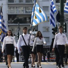 Αλλαγές στα σχολεία: Παραμένουν αγιασμός και προσευχή, καταργείται η κλήρωση για τη σημαία