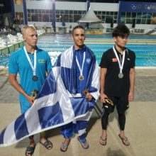 kozan.gr: Παγκόσμιος πρωταθλητής, Τεχνικής κολύμβησης Εφήβων – Νεανίδων, στην πόλη Σαρμ Ελ Σέιχ της Αιγύπτου, στα 200μ (διπλά πέδιλα) ο Καλαϊτζοπουλος Χρήστος από την κολυμβητική ομάδα «Δελφίνια» Πτολεμαΐδας  (Βίντεο & Φωτογραφίες)