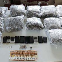 Συνελήφθη 38χρονος για διακίνηση μεγάλης ποσότητας ναρκωτικών ουσιών από αστυνομικούς του Τμήματος Ασφάλειας Κοζάνης, σε περιοχή της Θεσσαλονίκης – Kατασχέθηκαν 20 κιλά και 632,1 γραμμάρια ακατέργαστης κάνναβης, Ι.Χ.Φ. αυτοκίνητο, χρηματικό ποσό 700 ευρώ, 10 κινητά τηλέφωνα κ.α. (Φωτογραφία)