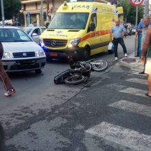 kozan.gr: Κοζάνη: Τροχαίο ατύχημα στη συμβολή των οδών Αριστοτέλους με Γκέρτσου – Ι.Χ. αυτοκίνητο συγκρούστηκε με μηχανάκι – Δυο νεαροί (18 χρονών) μεταφέρθηκαν στο νοσοκομείο (Φωτογραφίες)