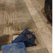 Σχόλιο αναγνώστριας στο kozan.gr για φρεάτιο στην αγορά, στην Πτολεμαΐδα, που έχει σκεπαστεί με κασόνια  (Φωτογραφίες)